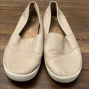 Nude Women's Toms size 7